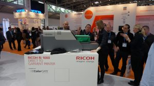 Anne Veldman, Product Manager of Ricoh Europe demonstrated the Ri 1000 DTG printer